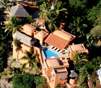 Beautiful Luxury Villa Ocean Front directly on the Pacific