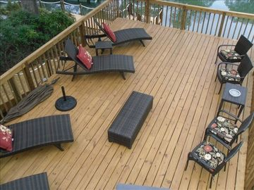 Large Deck with hot tub off to side
