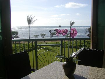 Waipouli condo rental - Sit in the living room and feel the ocean breeze! Enjoy a meal or cocktail !