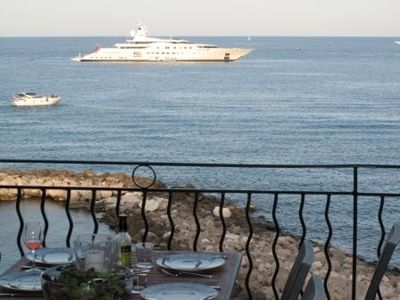 Vieil Antibes seaview with 3 min to beach, Marche Provencal and Picasso Museum