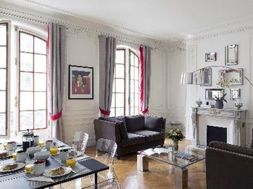 8th Arrondissement Champs Elysees apartment rental - Dining Room