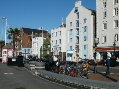 Various restaurants and pubs on the quay