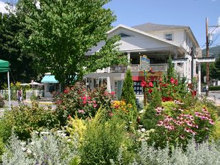 Woodstock studio photo - The Village Green is surrounded by galleries, boutiques, restaurants and cafes