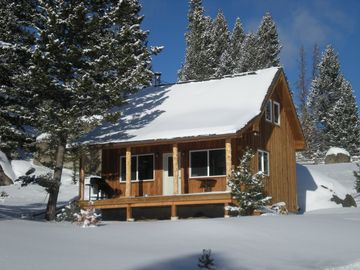 Butte cabin rental - Cabin during winter. Photo taken from xc ski trail