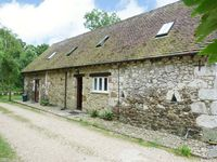 POND COTTAGE, pet friendly, with a garden in Yafford, Ref 3812