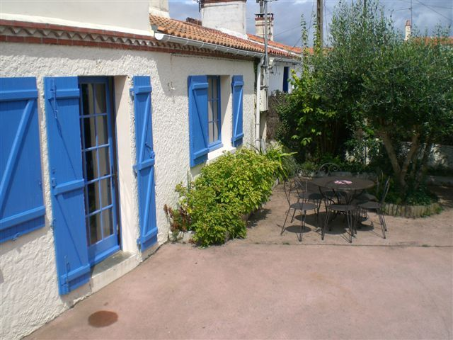 Peaceful accommodation, great guest reviews, close to the sea