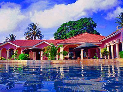 Oceanfront Villa In North Coast Near Mombasa | Staff, 16m Pool, 6000m² Park, A/C