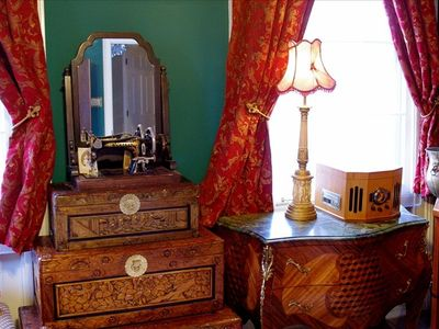 Lots of light and atmosphere through windows in all rooms, and fine antiques!