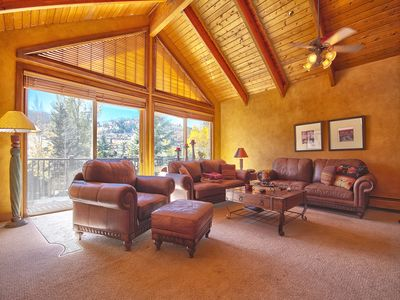 Family Room w/ Flat Screen TV & Wood Burning Fireplace. Great Views! Deer Valley