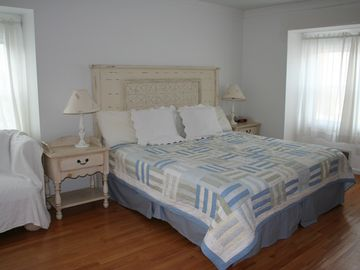 Master Bedroom-Kingsize Bed