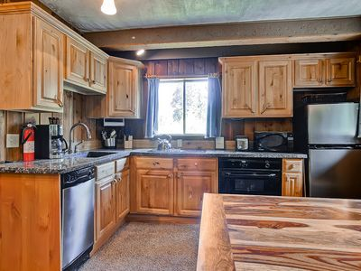 Granite Countertops, New Stainless Steel Appliances