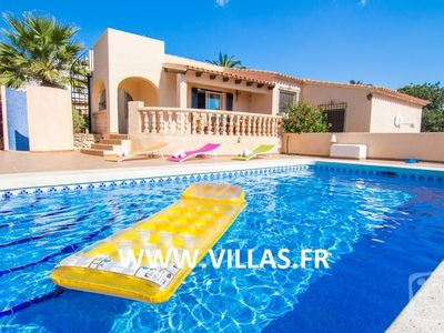 Very nice villa on one level, for 10 people with private pool.