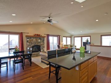 Manzanita condo rental - Great Room with Kitchen