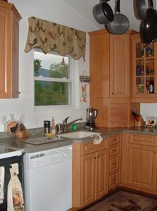 Fully equipped kitchen w/ side by side refrig and automatic icemaker