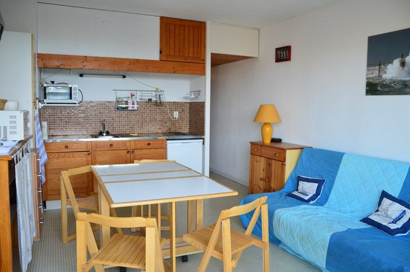 Interior De For Small Apartment With Many Beds In Menuires Ski