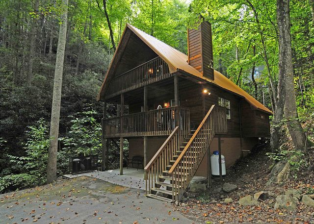 Gatlinburg cabin rentals lodging in gatlinburg homeaway for Cabin in gatlinburg with hot tub