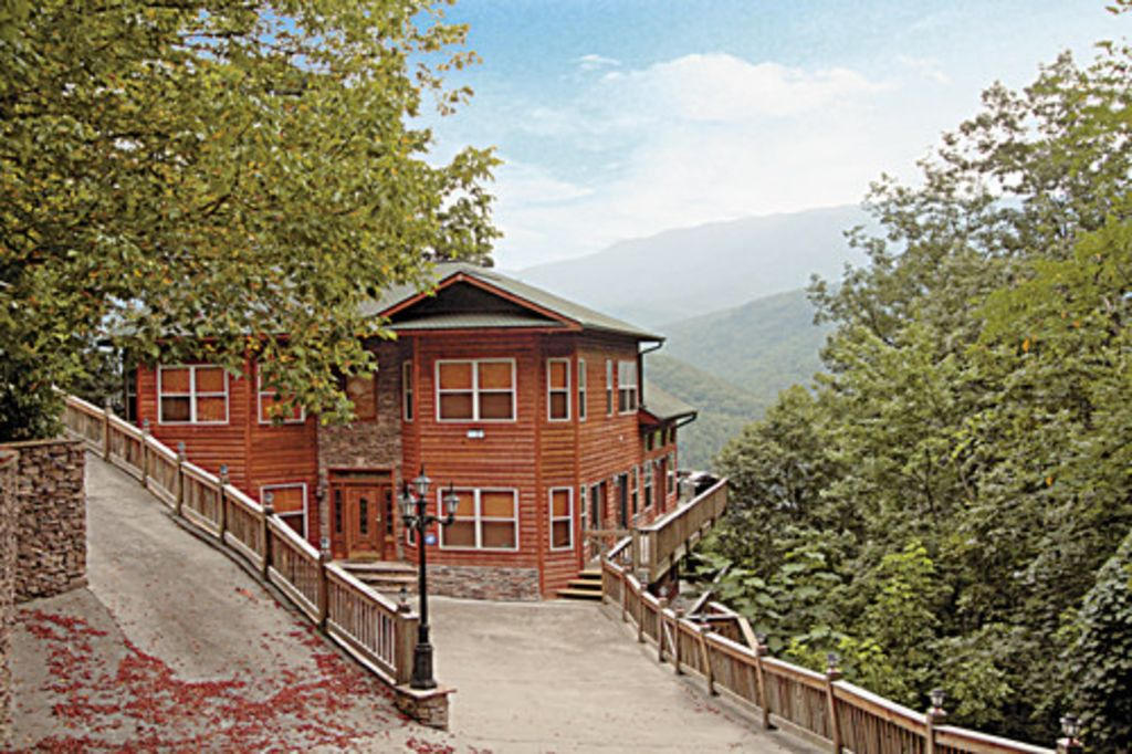Gorgeous 7 bedroom smoky mountain cabin vrbo for Nuvola 9 cabin gatlinburg
