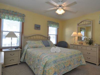 Mid-Level Queen Master, large private bath w/tub/shower, Flat Screen TV/DVD.