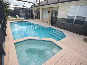 Private pool with spa, covered lanai seats 6 & 2 loungers. Heat: $25/day + tax