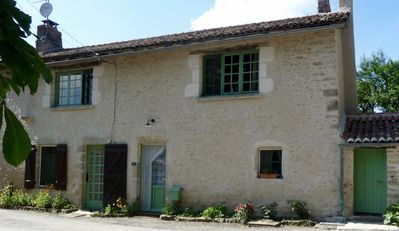 À Bois Mort Gites - Stylish French Holiday Accommodation with Optional Dining - Chez Aline - topsy, turvy, rural french farmhouse