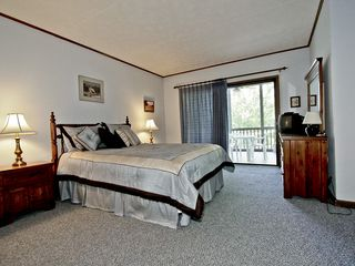 Gatlinburg condo photo - Large Master Suite - leads to Screen Porch