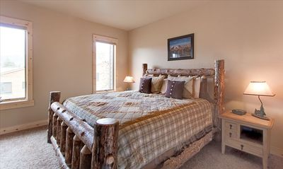 Silverthorne house rental - King Log Bed