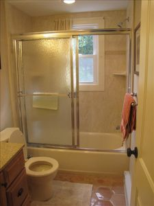 Bathroom with shower/tub