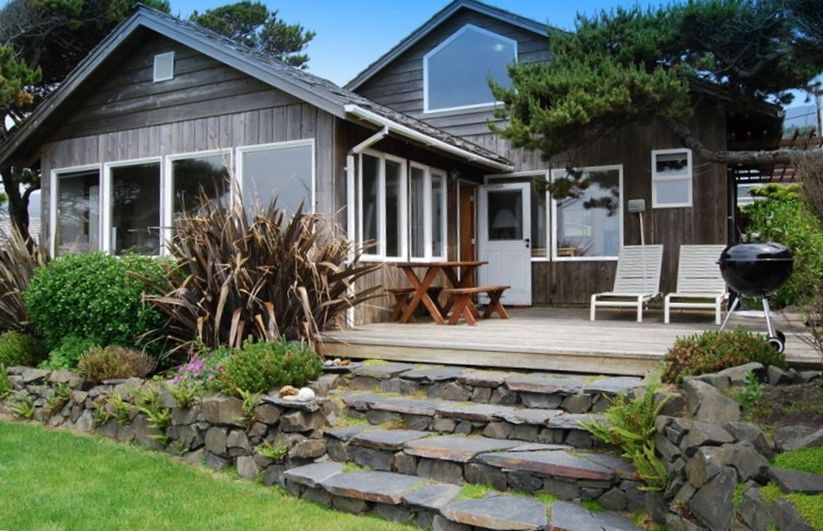 Charming oceanfront beach house for Beach house rentals cannon beach