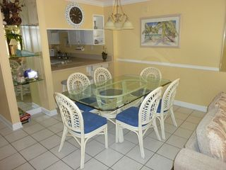 The dining area to seat six with additional bar stools. - Fort Walton Beach condo vacation rental photo