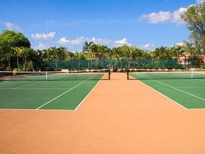 Great, well-maintained tennis courts.