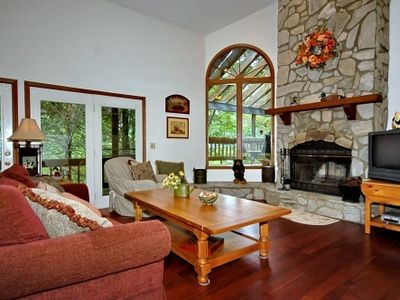 Maggie Valley chalet rental - Cathedral ceiling in family room with great views