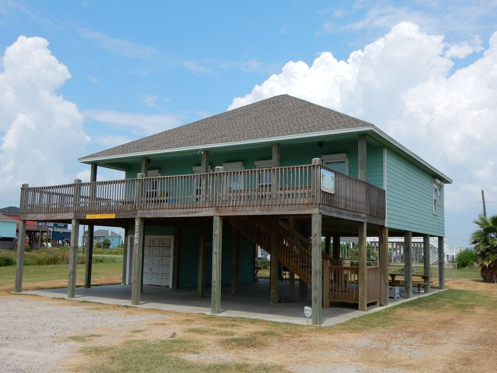 Cheerful beach house on bolivar peninsula on vrbo for 9 bedroom vacation rentals