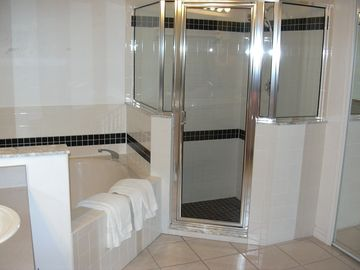 En-suite Whirlpool bath and sunken shower