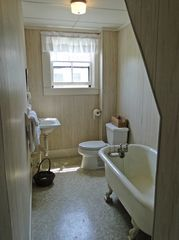 Vineyard Haven house photo - upstairs bathroom