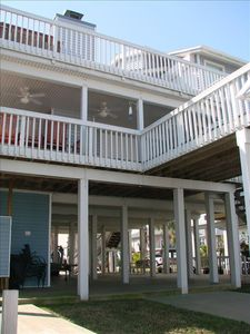 Tiers of Deck Space, Perfect for Entertaining! Pull on up to boat dock!