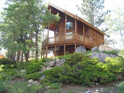 Quiet, accessible, secluded mountain cabin near Bear Valley Mountain Resort
