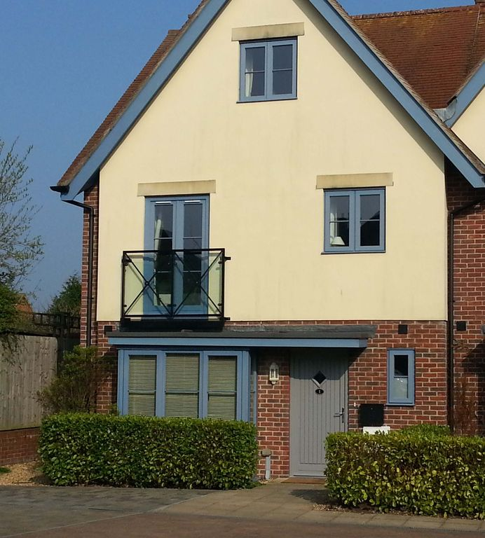 BEAUTIFUL spacious, 3 bed 2 bath home in the HEART of Lymington