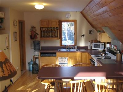 Steller Jay full kitchen; dining seating for 6; breakfast bar seats 4.