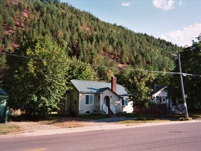 Kellogg cottage rental - Nestled close to the mountainside, this getaway cottage is very private.