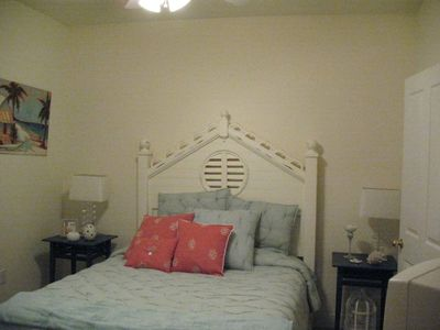 BR # 2 Fresh cottage-style furn. - queen bed - TV/VCR - Adjoins 2nd Full Bath