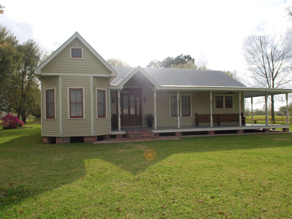 Acadian Style Home 3 5 Miles From Downtown Vrbo