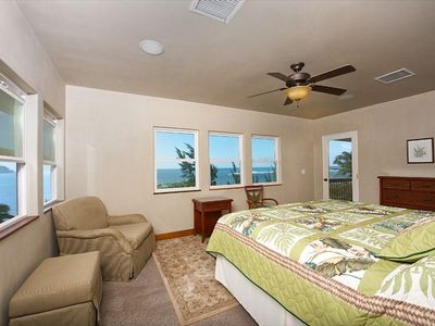 Master Suite, Ocean View, Private acess onto the Lanai.