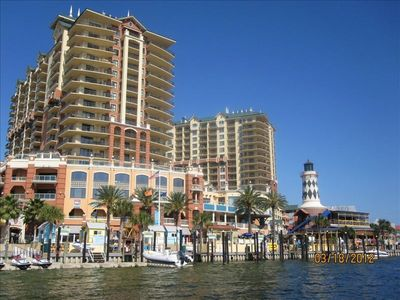 Head over to Harbor Walk in Destin for good food and fun!