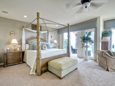 Master Suite - Ocean front with spectacular views! This suite has 2 full baths.