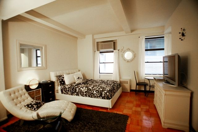 Trendy New York City Studio Apartment With King Sized Bed Right In