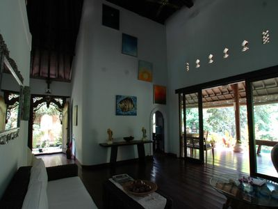 main reception (to front door and verandah)