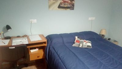 Double room, bed 1'50, wardrobe, desk pc, wifi, air, shower