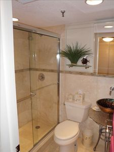 Madeira Beach condo rental - Gorgeous 2nd bath with travertine tile