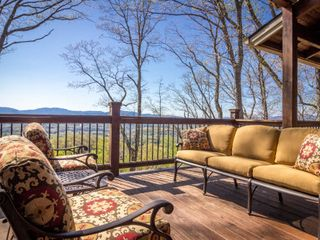 Franklin lodge photo - Enjoy spectacular views from one of four decks.