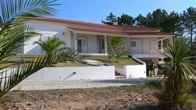 Peaceful house, with terrace , Aljubarrota, Leiria